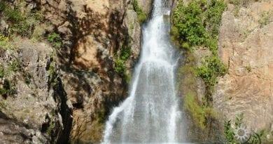 chapada-dos-veadeiros-alto-paraiso-cachoeira do macaquinho