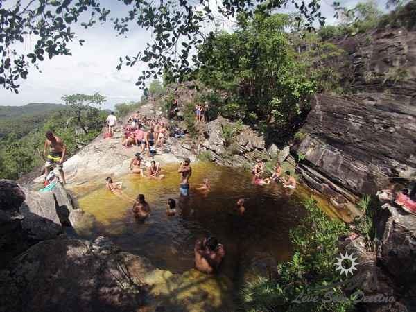 feriados - cachoeira cheia - lotada - chapada dos veadeiros - mirante da janela - abismo